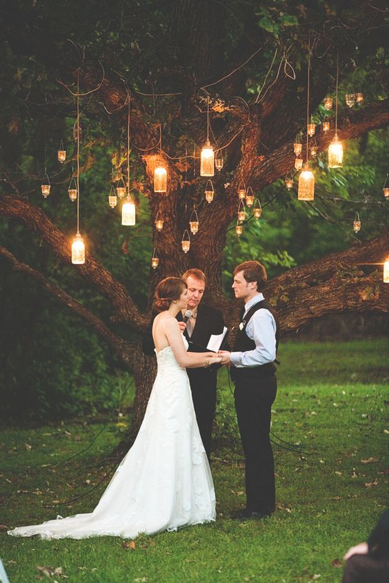 hanging-candle-lanterns-wedding-ceremony-tree