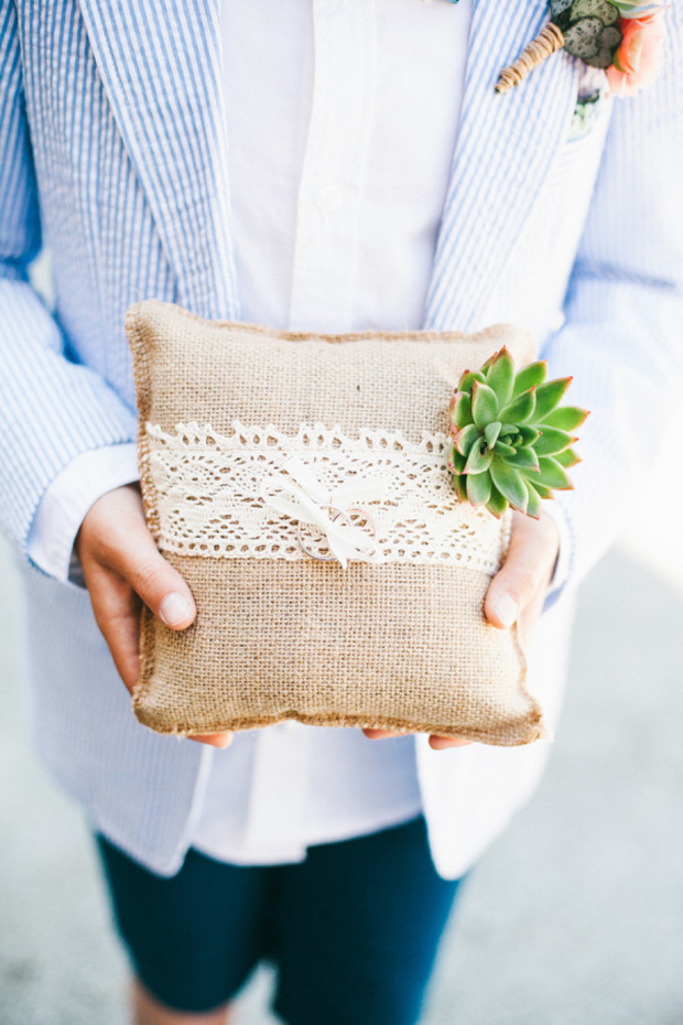 hessian-and-lace-ring-pillow-wedding