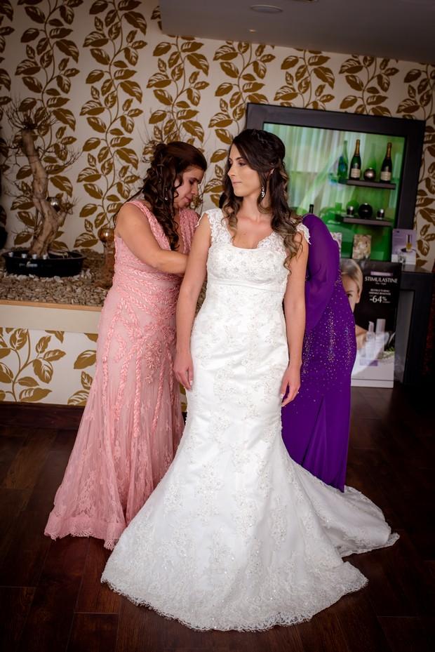 loughrea-hotel-real-wedding-paul-duane-bride-getting-ready