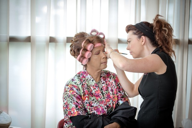 loughrea-hotel-real-wedding-paul-duane-makeup-application
