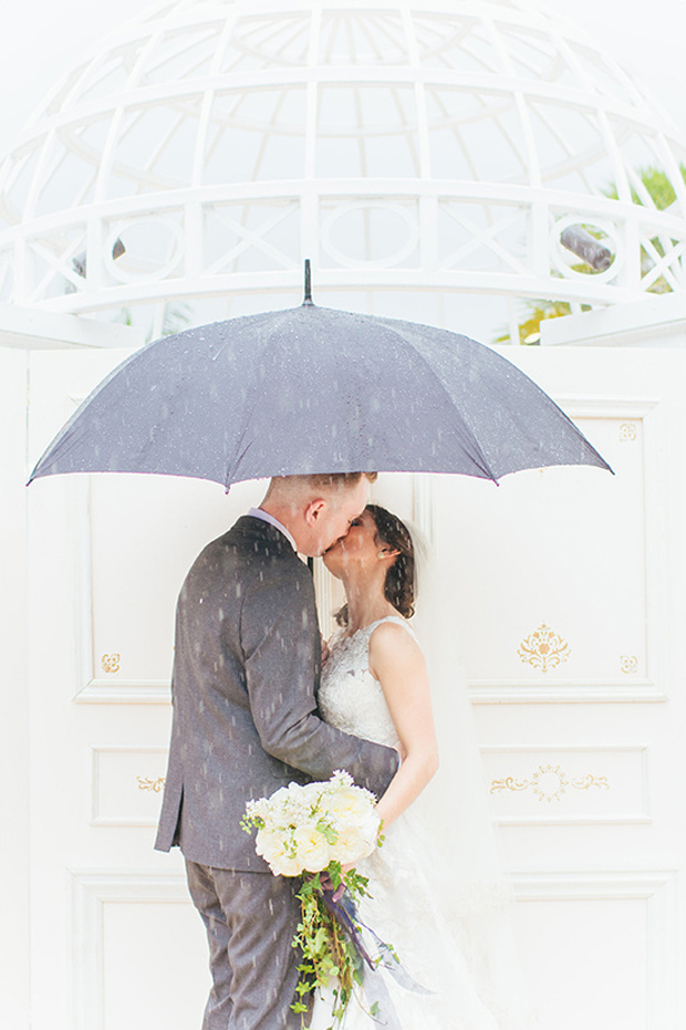 rain-day-wedding-photo-couple-under-umbrella