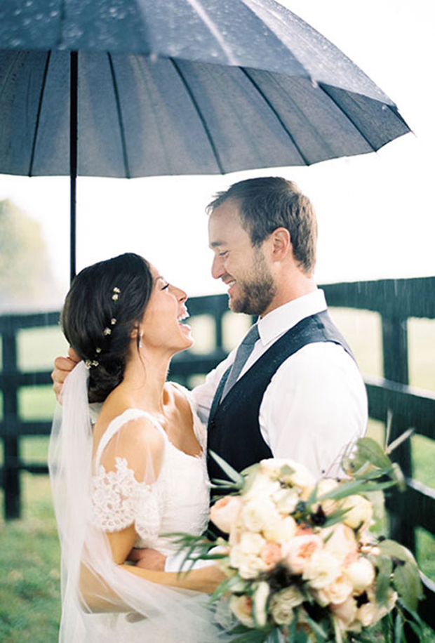 rainy-day-wedding-photos