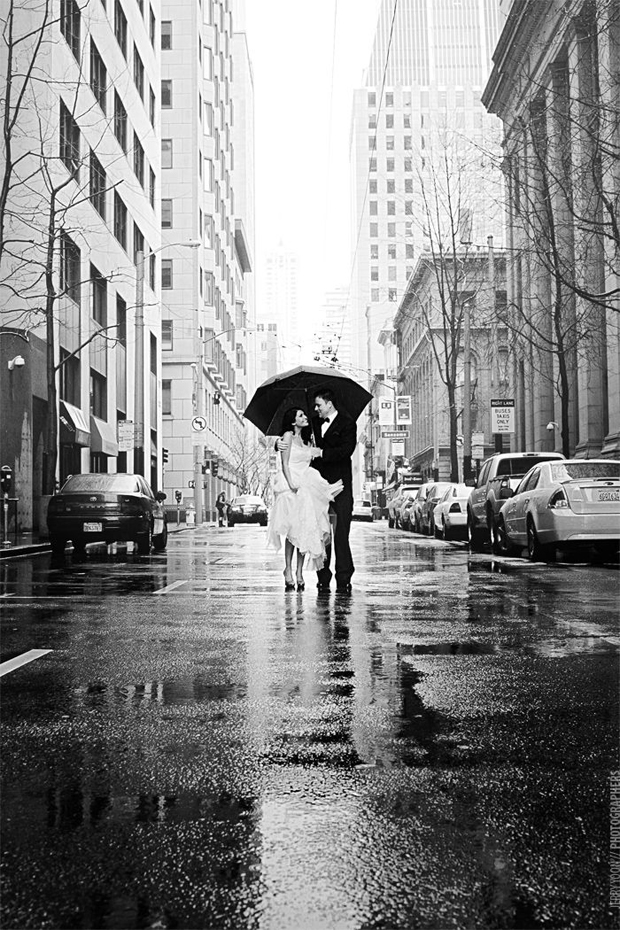 rainy-wedding-day-strolling-the-streets