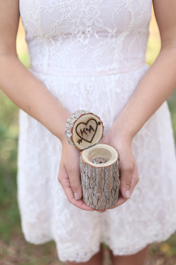 tree-stump-wooden-ring-box-wedding
