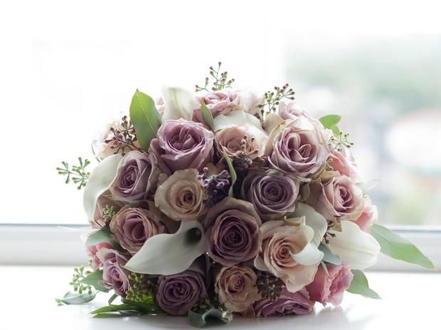 wedding-bouquet-bellingham-castle-real-wedding