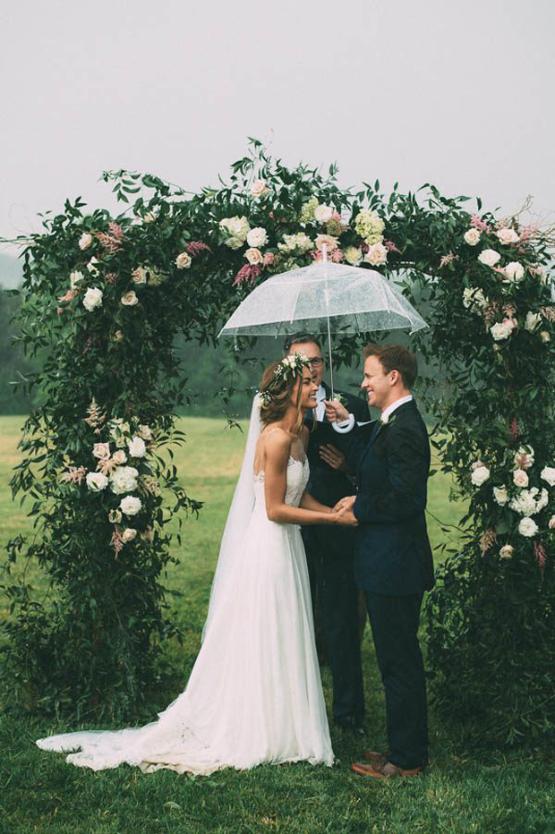 wedding-couple-saying-vows-under-umbrella
