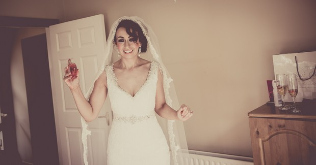 11-real-wedding-bridal-perfume-oh-lola-marc-jacobs-weddingsonline