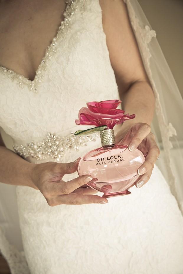 11-real-wedding-perfume-oh-lola-marc-jacobs-bride-weddingsonline