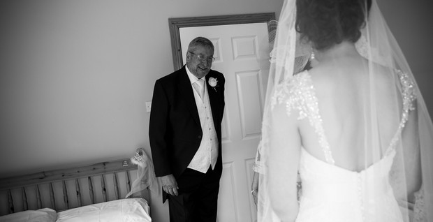 12-father-mother-bride-first-look-wedding-photo-weddingsonline (1)