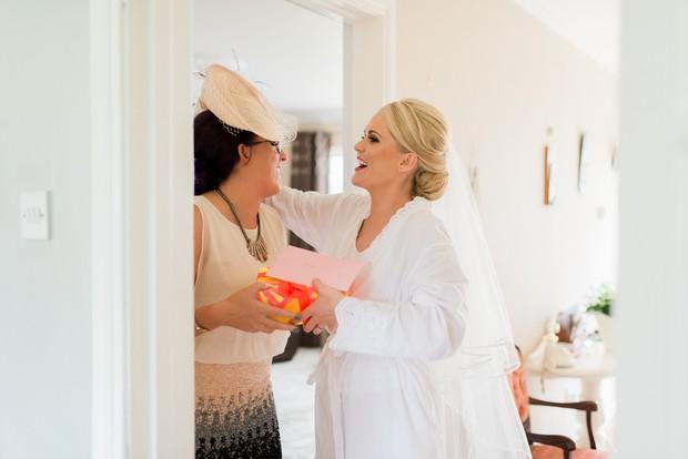 13-Bride-Friend-Wedding-Morning-gift-weddingsonline