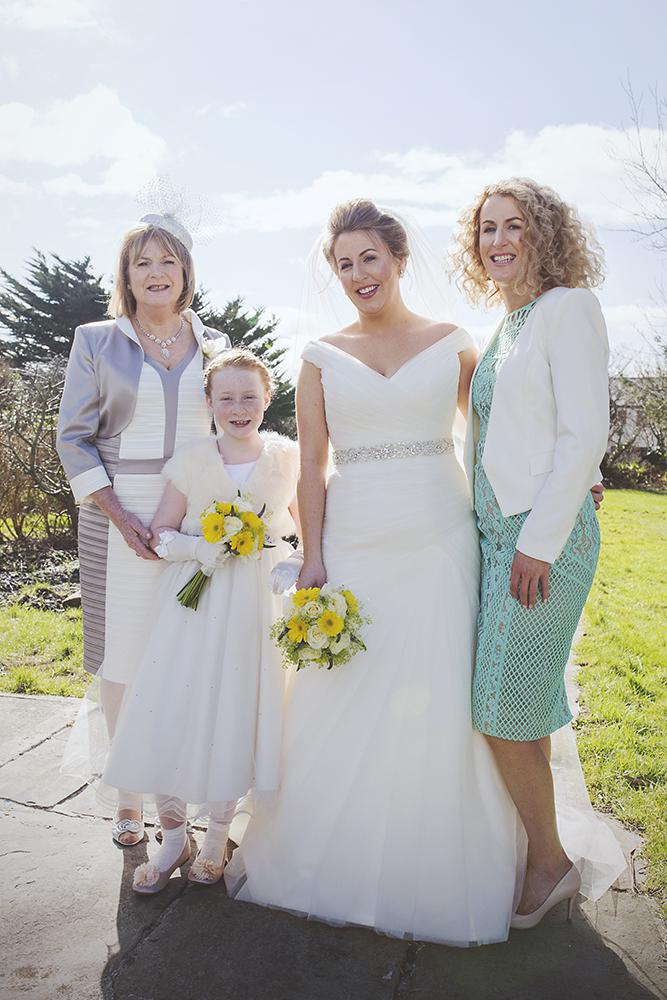 15-Sweet-family-wedding-photos-modern-weddingsonline (1)