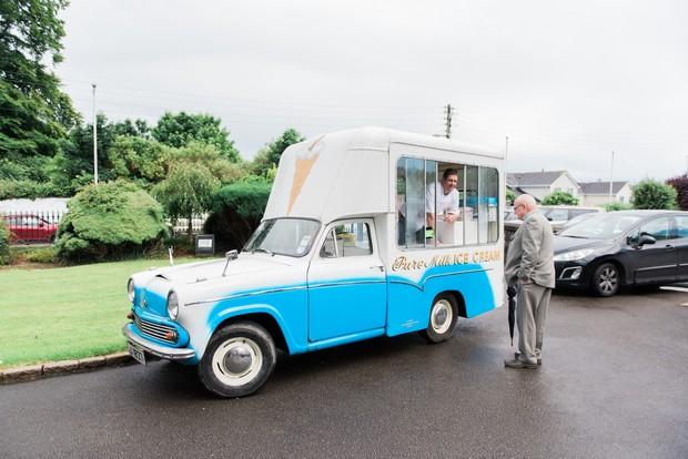 23-Retro-ice-cream-van-ireland-wedding-hire-ceremony-weddingsonline