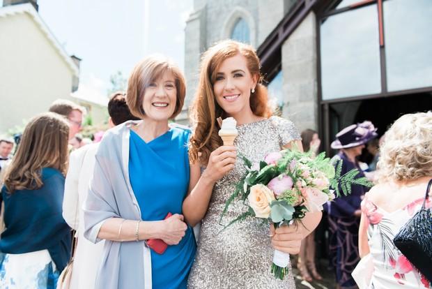 26-best-wedding-ideas-guests-ice-cream-cone-weddingsonline