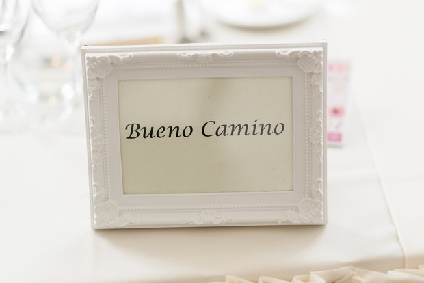 33-white-on-white-simple-chic-wedding-decor-winter-wedding-style (4)