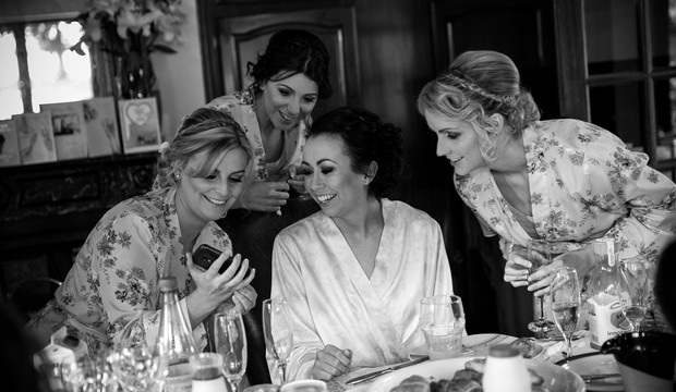 5-bride-bridesmaids-getting-ready-wedding-morning-weddingsonline