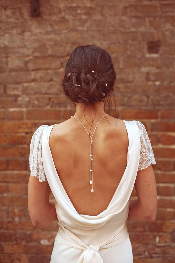 Charlie-Brear-Vestido-de-novia-Capucha-Sin espalda-weddingsonline