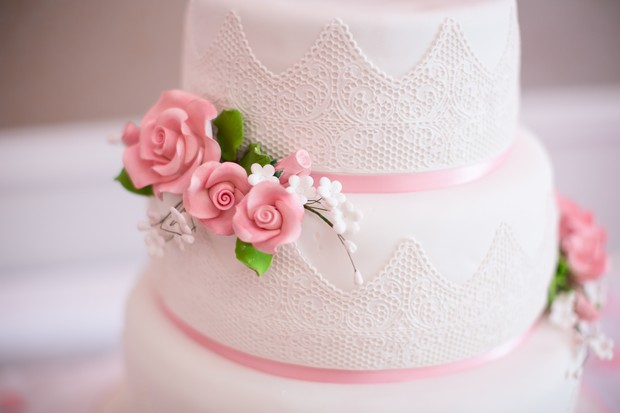 White-Pastel-Pink-Wedding-cake-flowers (2)