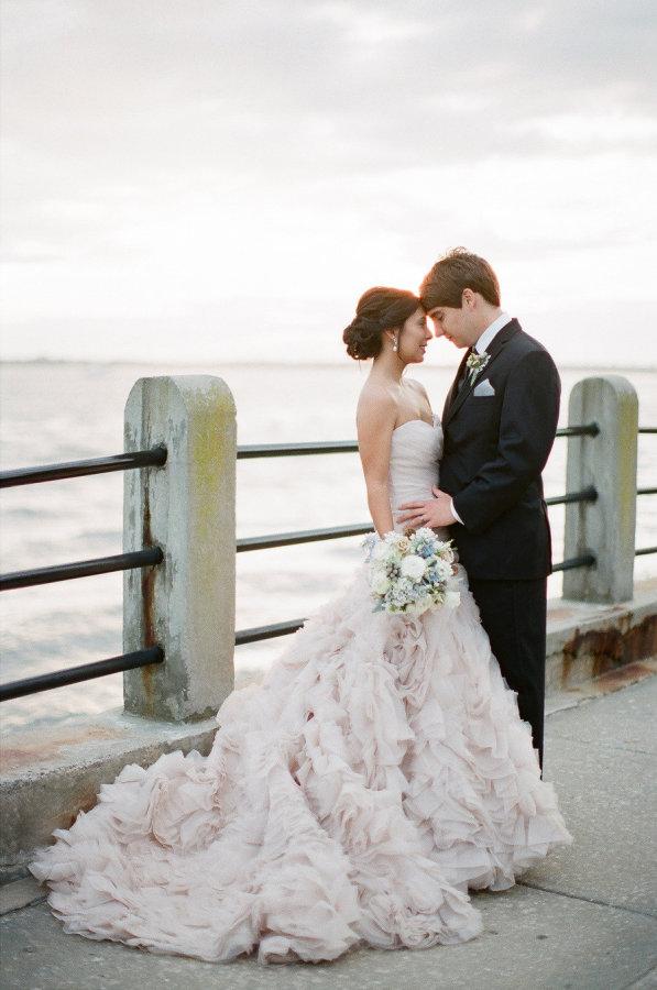 Vestidos-de-boda-de-invierno-Wow-Allure-Real-Bride-weddingsonline