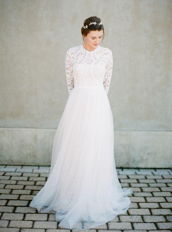23 winter wedding dresses that wow weddingsonline for Lace winter wedding dresses