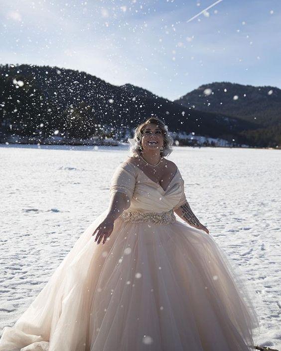 Invierno-Vestidos-de-Novia-Wow-Lazaro-Blush-weddingsonline