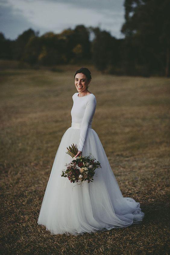 Vestidos-de-boda-de-invierno-Wow-manga-larga-separa-weddingsonline