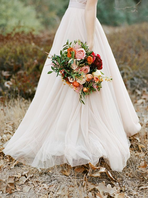 autumn-bride-wedding-bouquet-orchard-weddingsonline