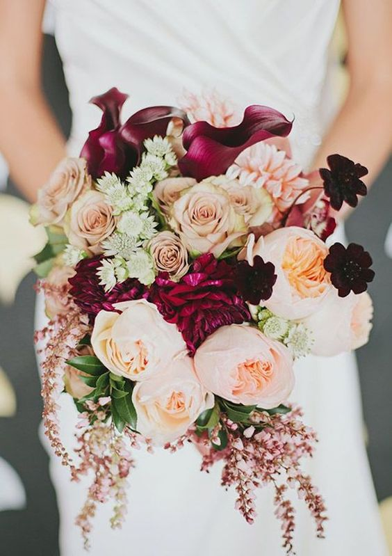 autumn-wedding-bouquet-burgundy-roses
