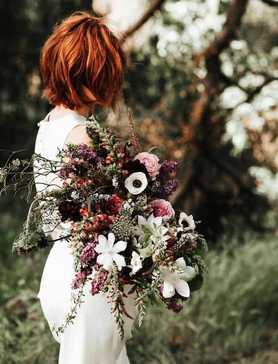 autumn-wedding-bouquet-lush-texture-forest-bride-weddingsonline