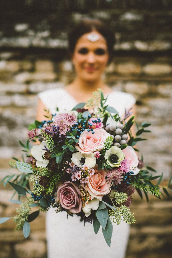 autumn-wedding-bouquet-wild-mix-berry