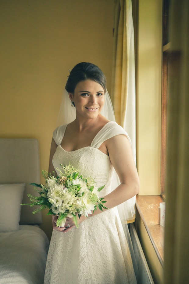 barberstown-castle-wedding-bride-holding-bouquet
