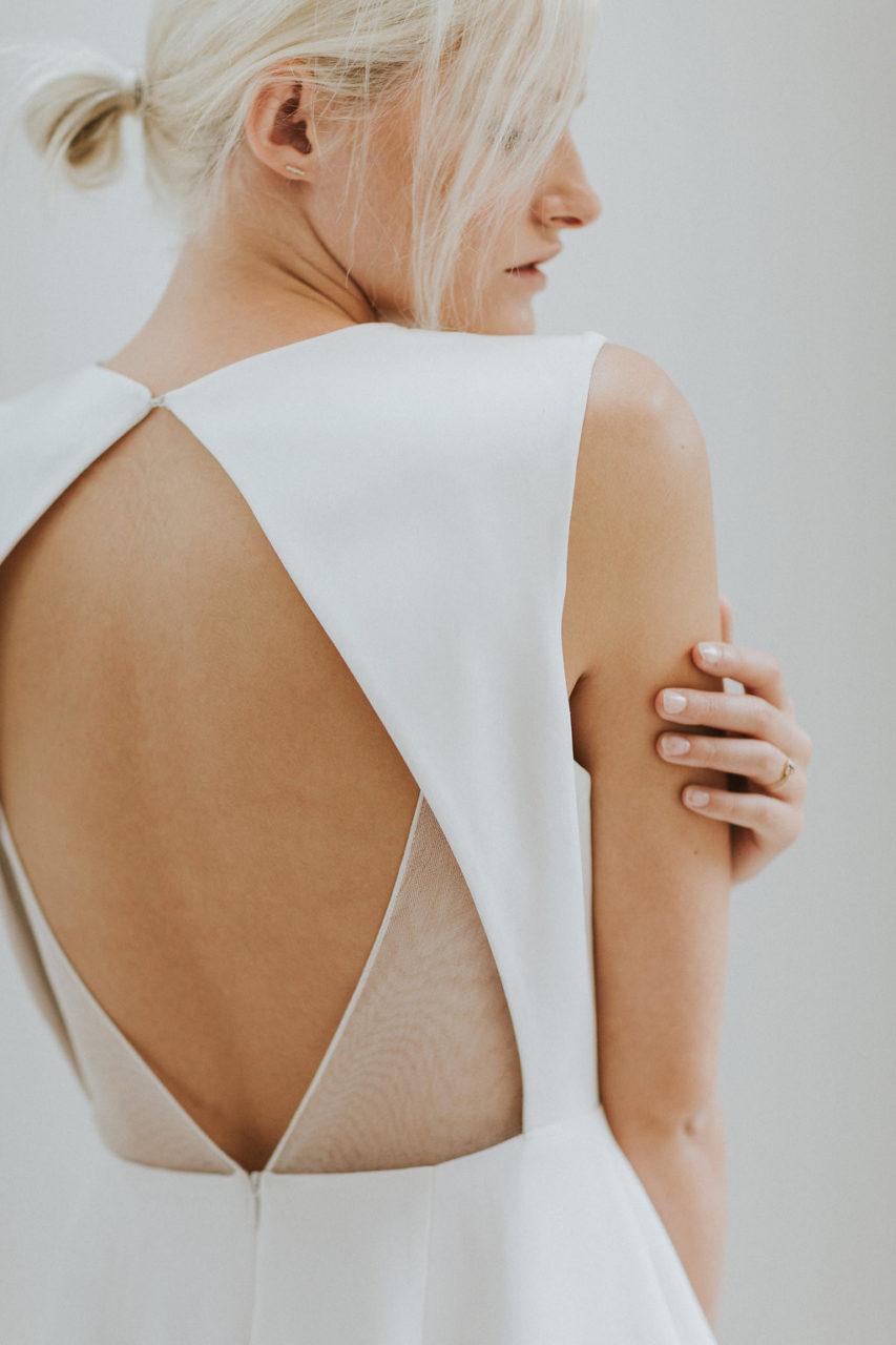 charlotte-simpson-nupcial-espalda-geométrica-vestido-de-novia-weddingsonline
