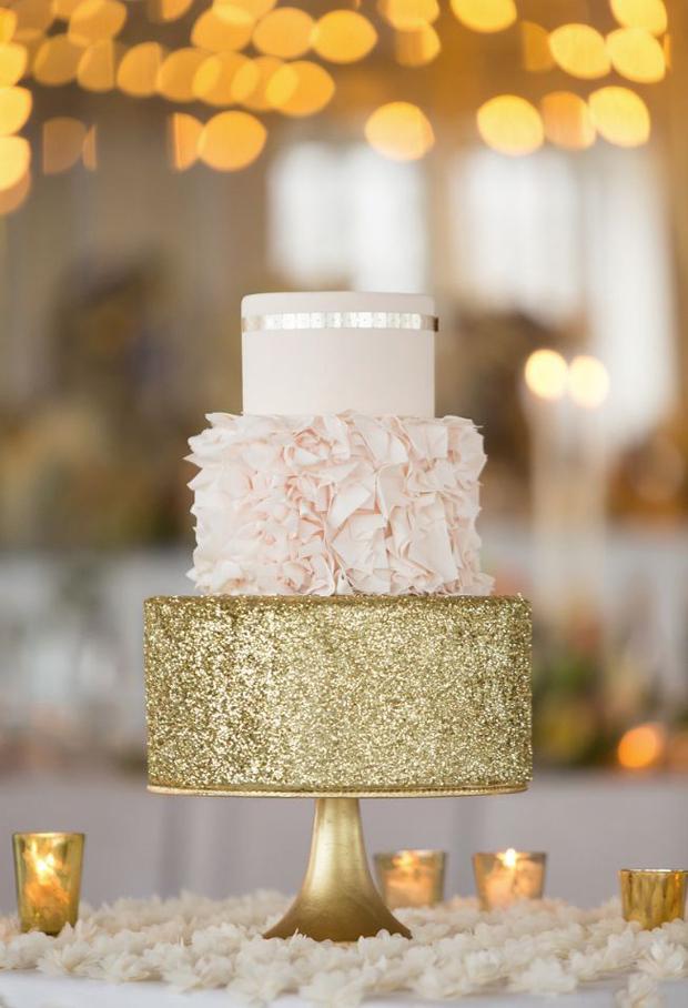 gold-ruffle-wedding-cake