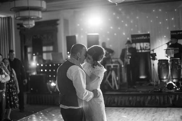 hamlet-court-hotel-real-wedding-first-dance-bride-and-groom