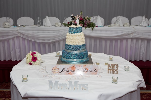 hamlet-court-hotel-real-wedding-ivory-and-turquoise-blue-wedding-cake