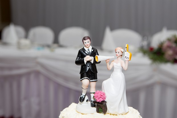 hamlet-court-hotel-real-wedding-personalsied-ceramic-cake-topper