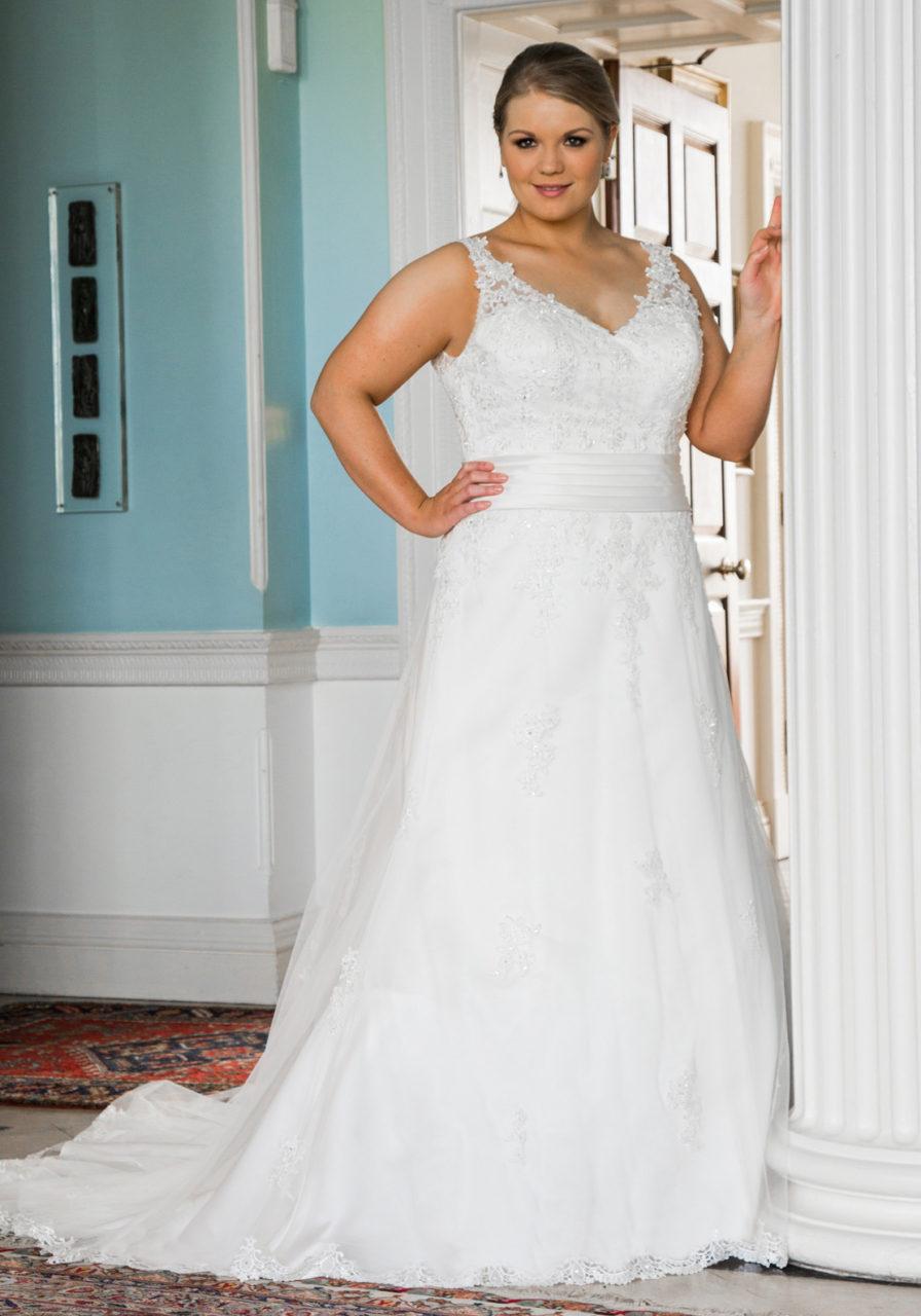 mcelhinneys-curvy-bride-special-day-wedding-dress2-2017