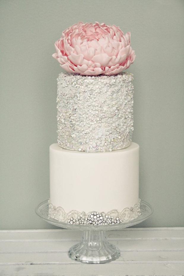 silver-sparkly-wedding-cake-glitter