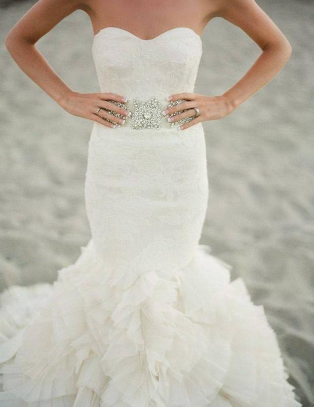 vera-wang-wedding-dress-with-diamante-belt