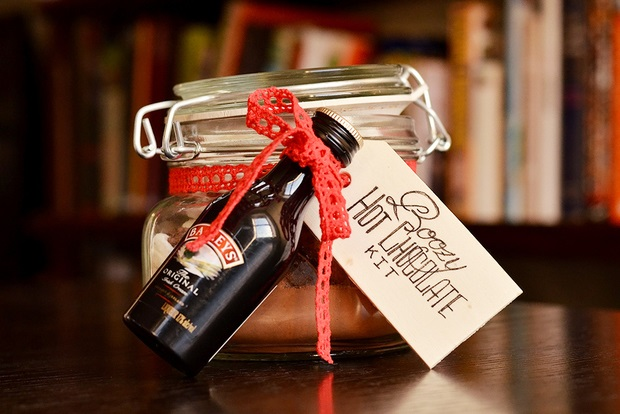 Winter Wedding Gifts: 10 Wonderful Winter Wedding Favour & Gift Ideas