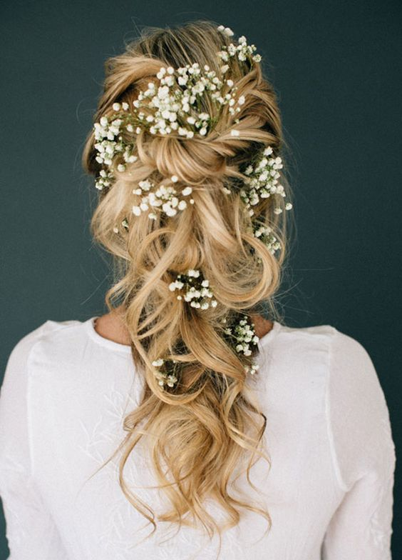 winter-wedding-ideas-3-babys-breath-hair-weddingsonline