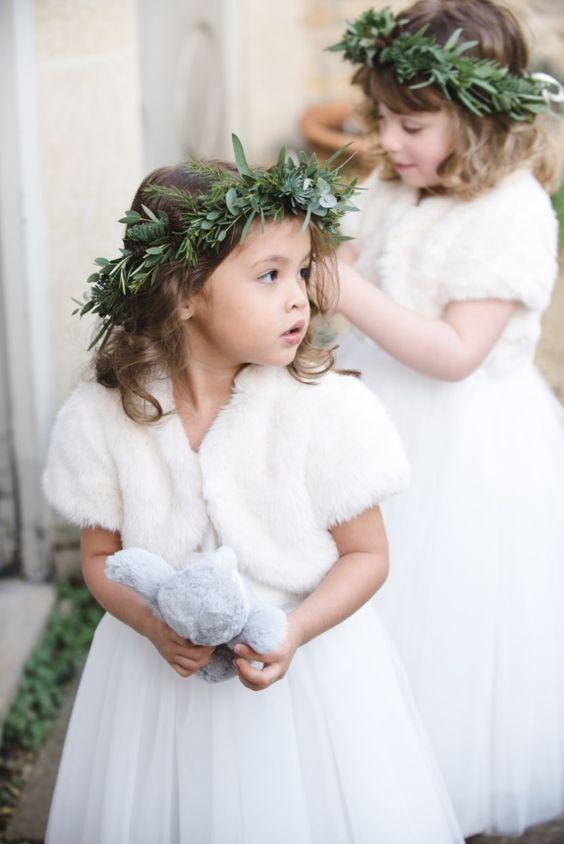 winter-wedding-ideas-9-flower-girls-weddingsonline