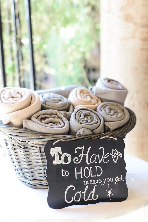 winter-wedding-ideas-blankets-weddingsonline