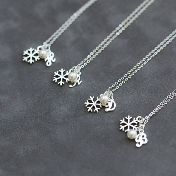 winter-wedding-ideas-snowflake-bridesmaid-gift-weddingsonline