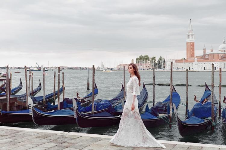 Divine-Atelier-2017-Collection-Venice-Couple-weddingsonline