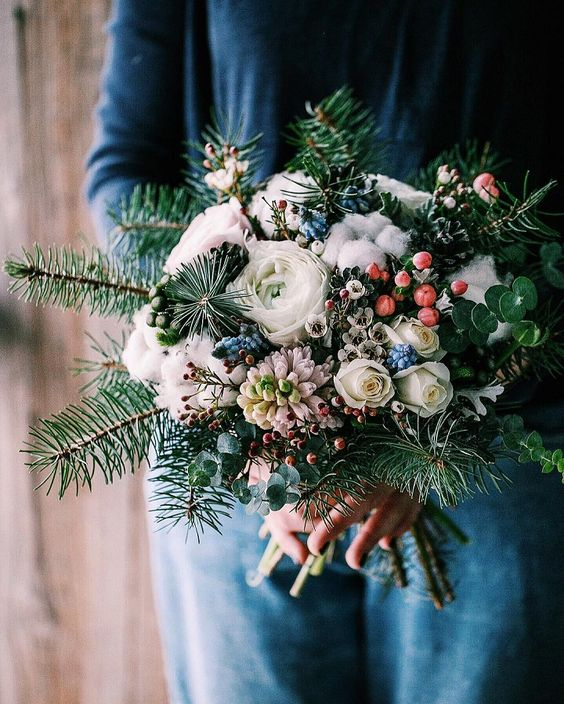 Winter-Wedding-Bouquet-Berry-Succulent-Floral-weddingsonline