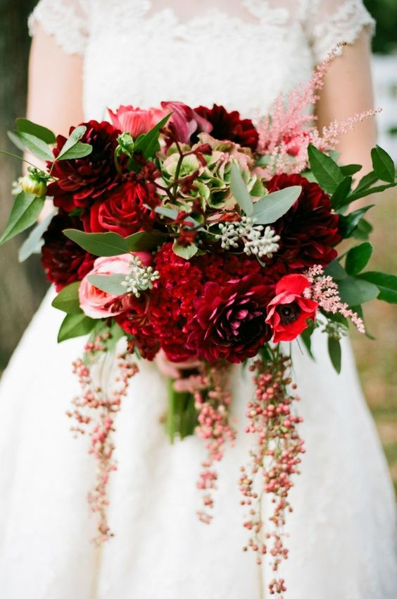 Winter-Wedding-Bouquet-Red-Berry-Mix-weddingsonline