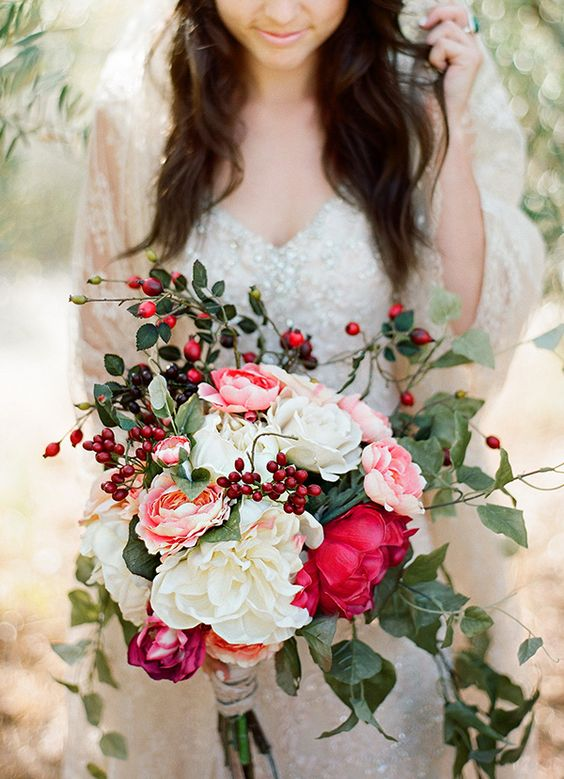 Winter-Wedding-Bouquet-Red-Pink-Berry-weddingsonline