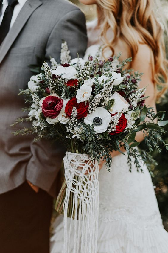 Winter-Wedding-Bouquet-White-Red-Green-weddingsonline