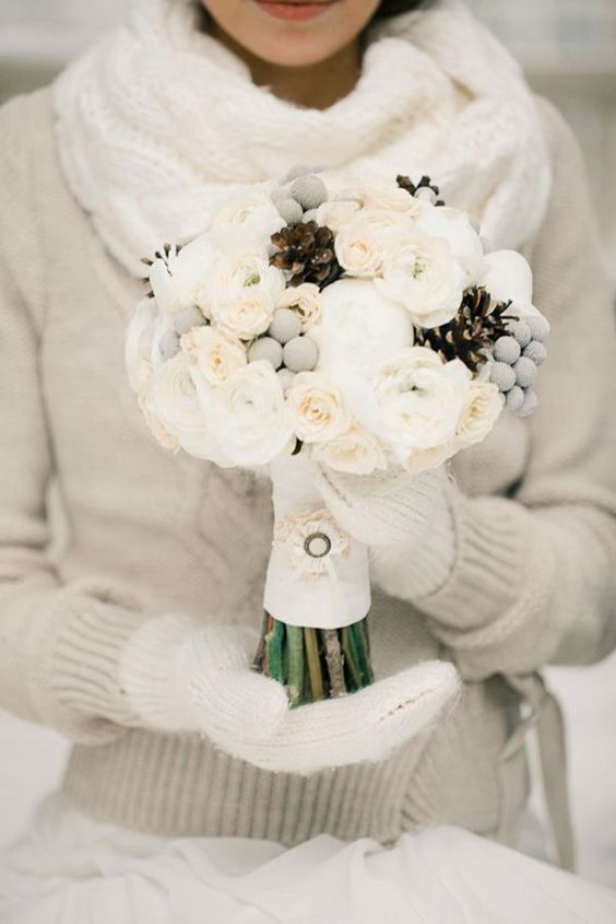 Winter-Wedding-Bouquets-Snowy-White-Grey-weddingsonline