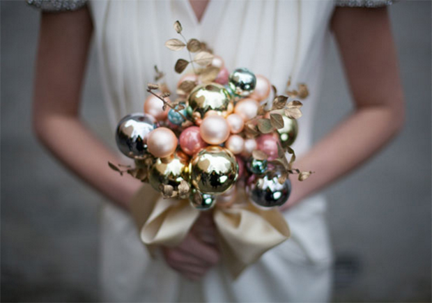 alternative-bauble-wedding-bouquet-christmas-wedding-ideas
